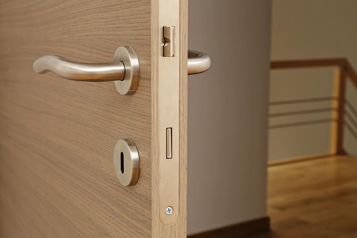 Porta legno costruzione : Porte e infissi a g costruzione case in legno e in muratura in